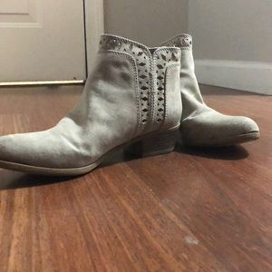 Indigo Rd. Beige/Tan Ankle Boots Size 6